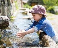 Images d'illustration : Enfant et eau.