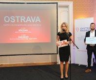 Ceny za Ostravu převzala náměstkyně primátora Kateřina Šebestová a za odbor strategického rozvoje MMO Ondřej Dostál.