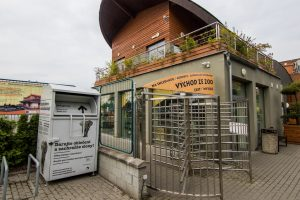 Kontejner na oblečení v zoo
